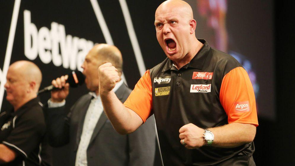 Michael van Gerwen gewann mit den Niederlanden zuletzt zweimal in Folge den ... - Bildquelle: imago/Eibner