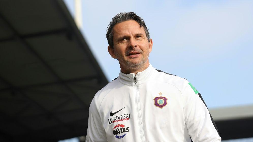 Trainer Dirk Schuster von Zweitligist Erzgebirge Aue - Bildquelle: FIROFIROSID