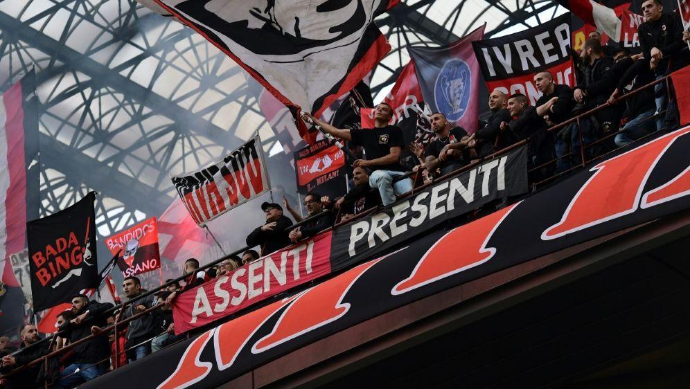 Der AC Mailand wartet weiterhin auf sein Urteil - Bildquelle: AFPSIDMIGUEL MEDINA