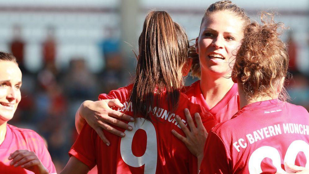 Souveräner Sieg für Bayern - Magull (re.) trifft doppelt - Bildquelle: Imago