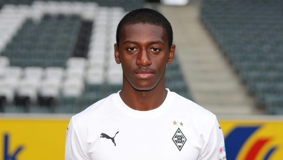 Mamadou Doucoure bleibt den Gladbachern erhalten - Bildquelle: FIROFIROSID