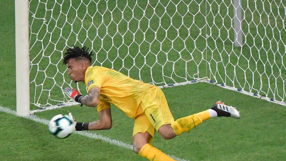 Gallese parierte den ersten Elfmeter von Suarez - Bildquelle: AFPSIDLUIS ACOSTA