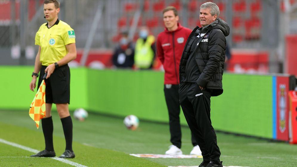 Friedhelm Funkel verliert bei seinem Trainer-Comeback - Bildquelle: Getty Images