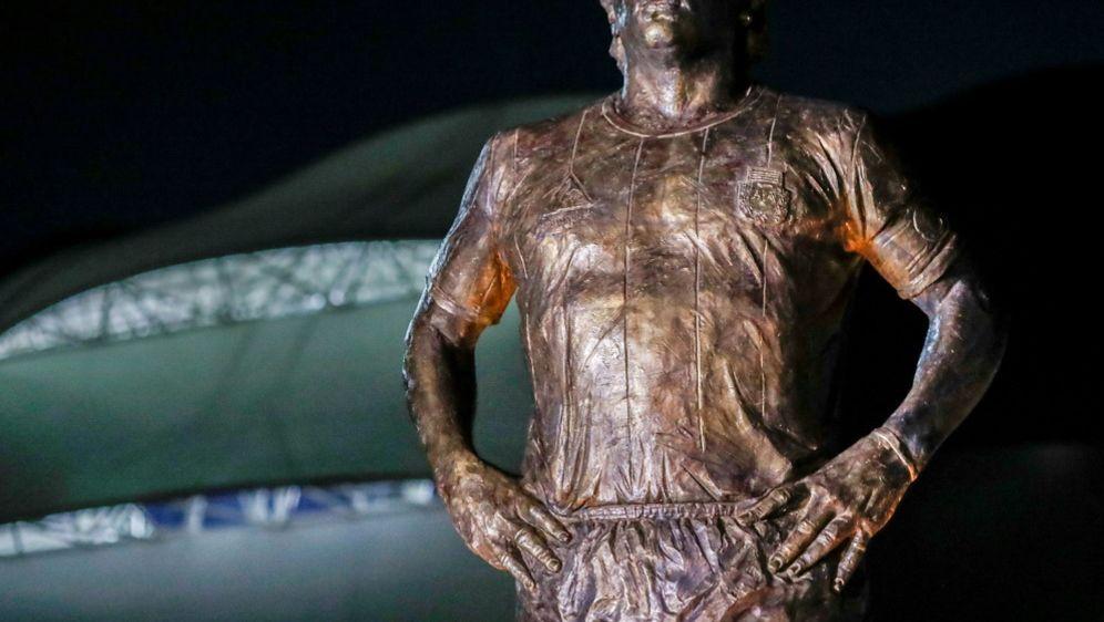 Nicht nur als Statue noch präsent: Diego Maradona - Bildquelle: AFPSIDAgustin MARCARIAN