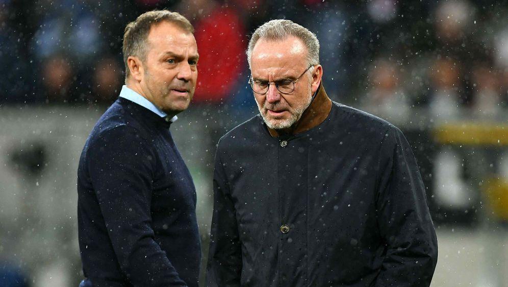 Hansi Flick (l.) und Bayern-Chef Karl-Hein Rummenigge (r.). - Bildquelle: imago