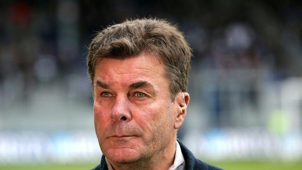 Knieprobleme bei HSV-Trainer Dieter Hecking - Bildquelle: PIXATHLONPIXATHLONSID