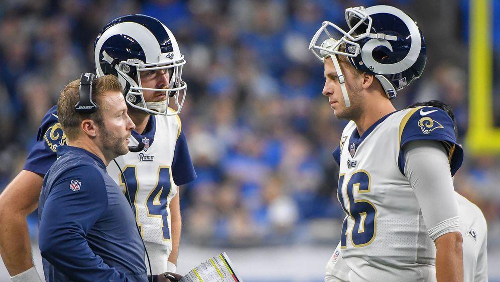 Brechen die Rams vor den Playoffs ein? Jared Goff (re.) im Gespräch mit Head... - Bildquelle: Getty Images