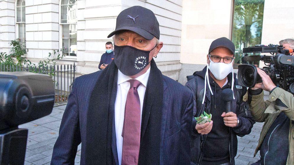 Mit Mundschutz betrat Boris Becker heute das Gericht. Der Tennis-Star weist ... - Bildquelle: Imago