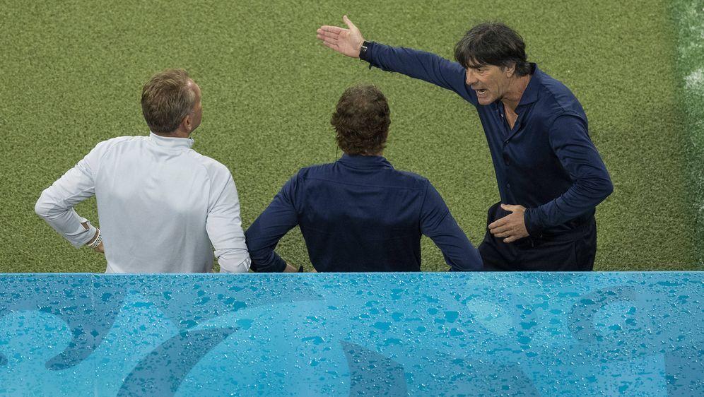 Joachim Löw mit seinen Co-Trainern Andreas Köpke und Marcus Sorg - Bildquelle: Imago