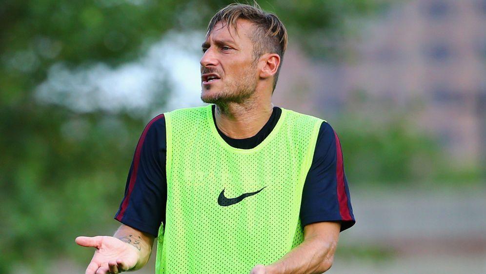 Francesco Totti kann den Wechsel von Gonzalo Higuain zu Juventus Turin nicht... - Bildquelle: 2016 Getty Images