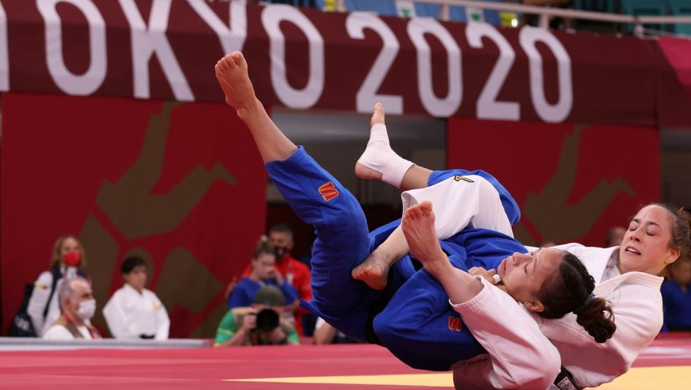 Klasse bis 48 kg: Katharina Menz (r.) ausgeschieden - Bildquelle: AFPSIDJack GUEZ