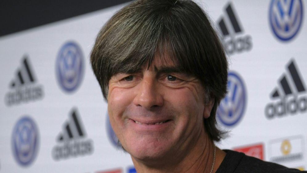 Bundestrainer Jogi Löw bleibt ganz cool - Bildquelle: AFPSIDPATRIK STOLLARZ