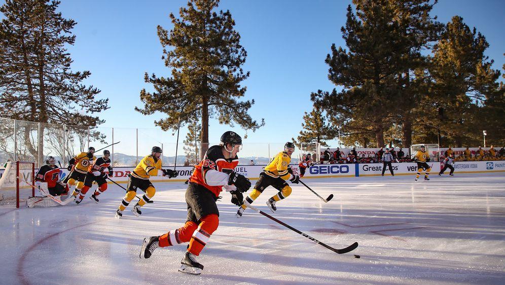 Freiluft-Spektakel am Lake Tahoe zwischen den Boston Bruins und Philadelphia... - Bildquelle: getty