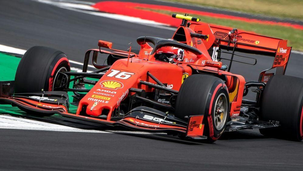 Silverstone: Charles Leclerc im freien Training vorne - Bildquelle: AFPSIDANDREJ ISAKOVIC