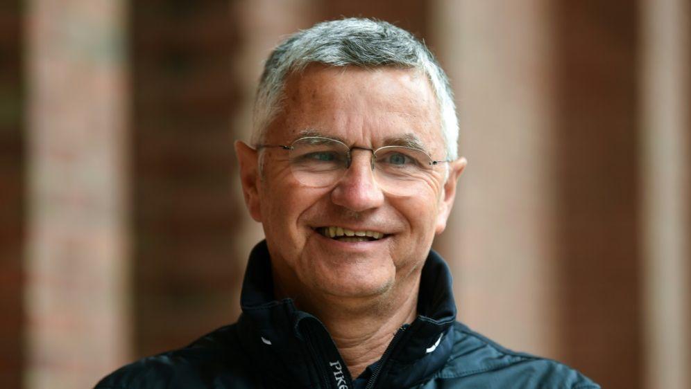 Reiten: Bundestrainer Otto Becker sorgt für Ordnung - Bildquelle: AFPAFPIna FASSBENDER