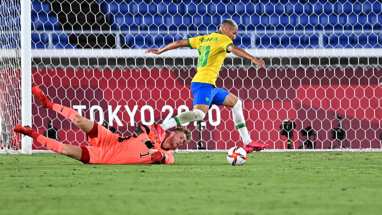 Müller pariert nach krassem Fehler von Pieper - Bildquelle: Imago Images
