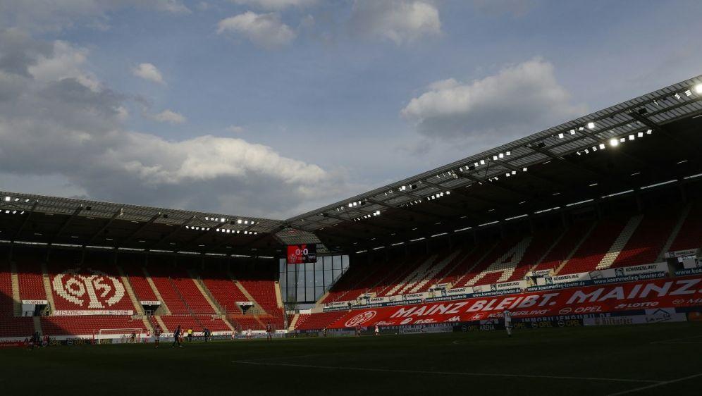 2G-Regel: Mainz 05 darf vor 25.000 Zuschauern spielen - Bildquelle: AFPPOOLSIDKAI PFAFFENBACH