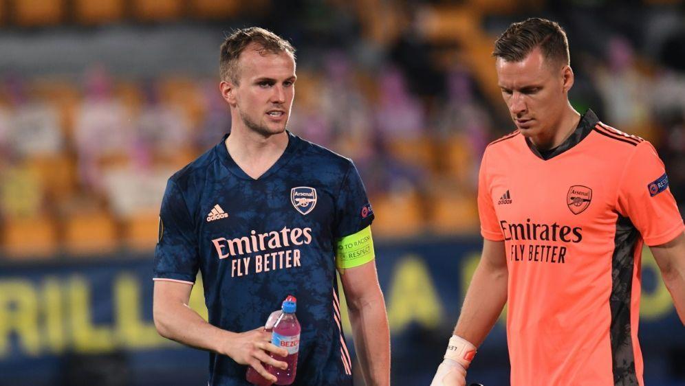 Leno (r.) tief enttäuscht nach Halbfinal-Aus mit Arsenal - Bildquelle: AFPSIDJose Jordan