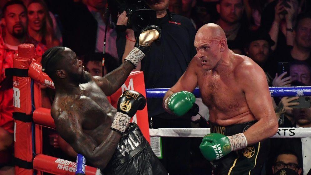 Tyson Fury und Deontay Wilder sollen im Oktober boxen - Bildquelle: AFPSIDMARK RALSTON