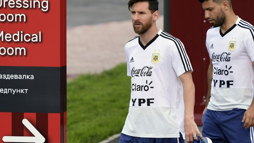 Wurden nominiert: Messi (l.) und Agüero (r.) - Bildquelle: AFPSIDJUAN MABROMATA