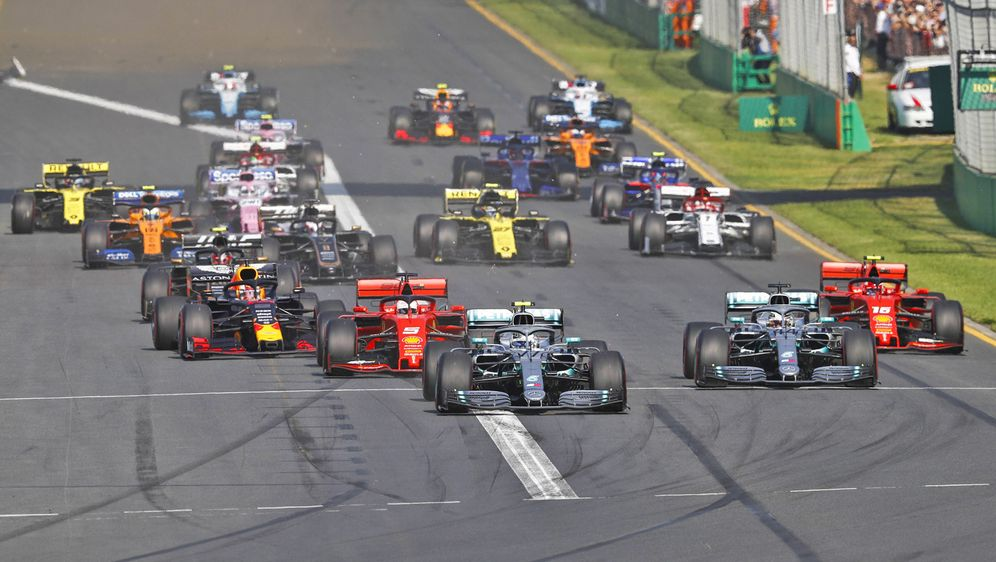Doppelsieg für Mercedes zum Formel-1-Saisonstart:Valtteri Bottas gewinnt da... - Bildquelle: Imago