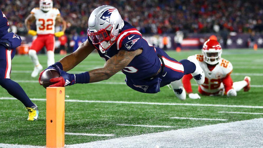 N'Keal Harry beim nicht gegebenen Touchdown für die New England Patriots. - Bildquelle: getty