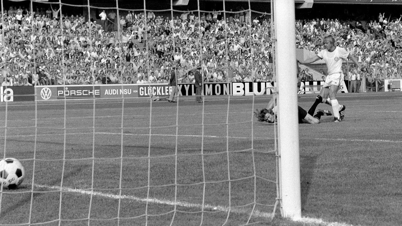 Kickers Offenbach - FC Bayern München 6:0 (1974/75) - Bildquelle: imago/WEREK