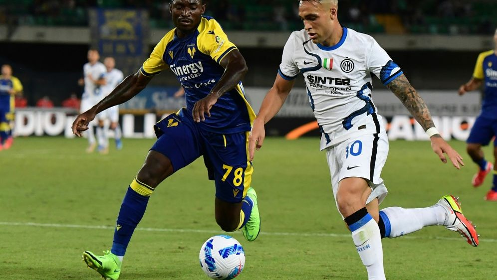 Lautaro Martinez (r.) bleibt bei Inter Mailand - Bildquelle: AFPSIDMIGUEL MEDINA