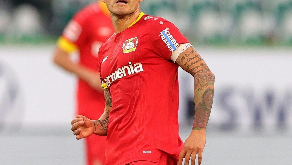 Leverkusen-Kapitän Charles Aranguiz fällt verletzt aus - Bildquelle: FIROFIROSID