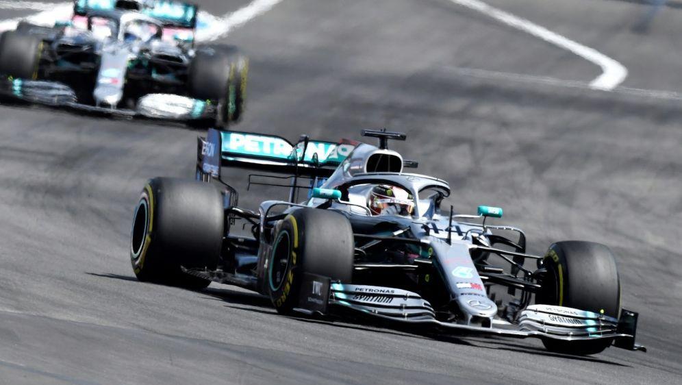Silverstone: Bottas holt Pole vor Hamilton - Bildquelle: AFPSIDGERARD JULIEN