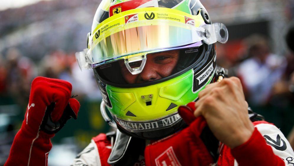 Mick Schumacher hat sein erstes Rennen in der Formel 2 gewonnen - Bildquelle: LAT