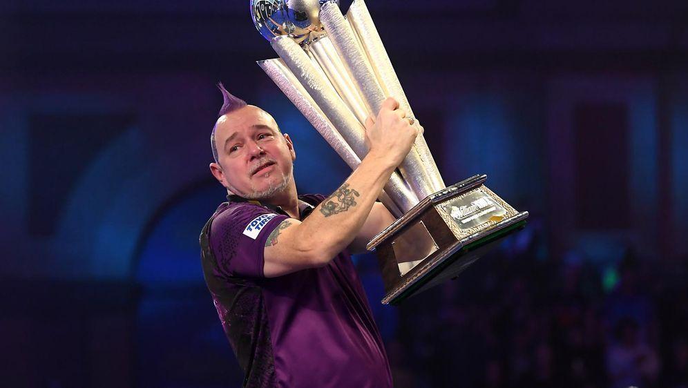 Weltmeister Peter Wright tritt bei Promi-Darts-WM an - Bildquelle: Getty