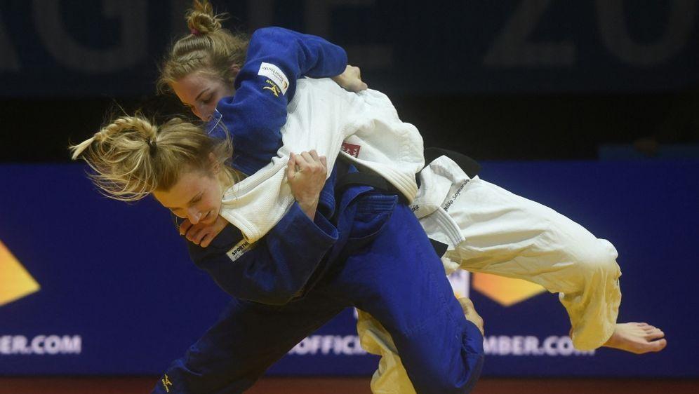 Martyna Trajdos (blau) bei der WM ausgeschieden - Bildquelle: AFPSIDMICHAL CIZEK