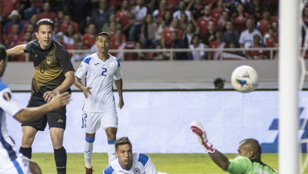 Das 2:0: Bryan Oviedo (l.) trifft für Costa Rica - Bildquelle: AFPSIDEZEQUIEL BECERRA