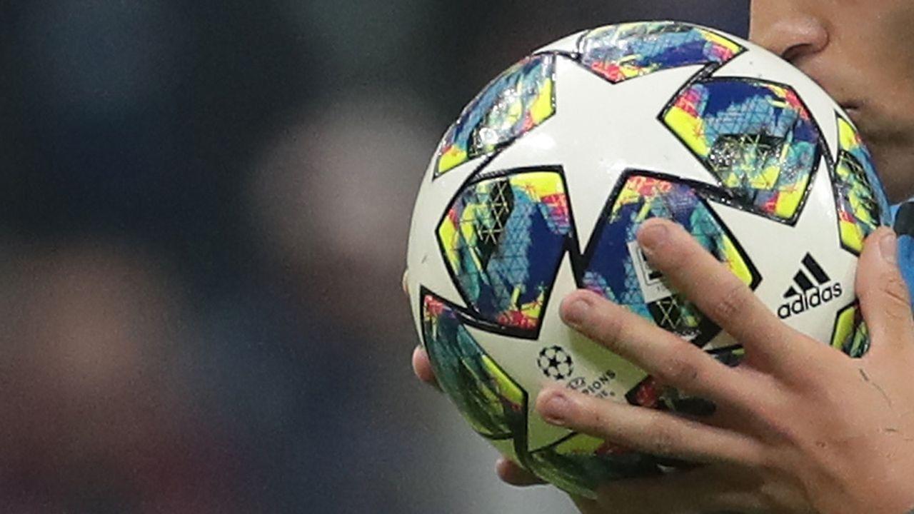 Strafe wegen Kuss auf den Spielball - Bildquelle: getty images