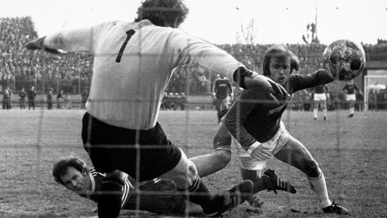 1. FC Saarbrücken - FC Bayern München 6:1 (1976/77) - Bildquelle: imago sportfotodienst