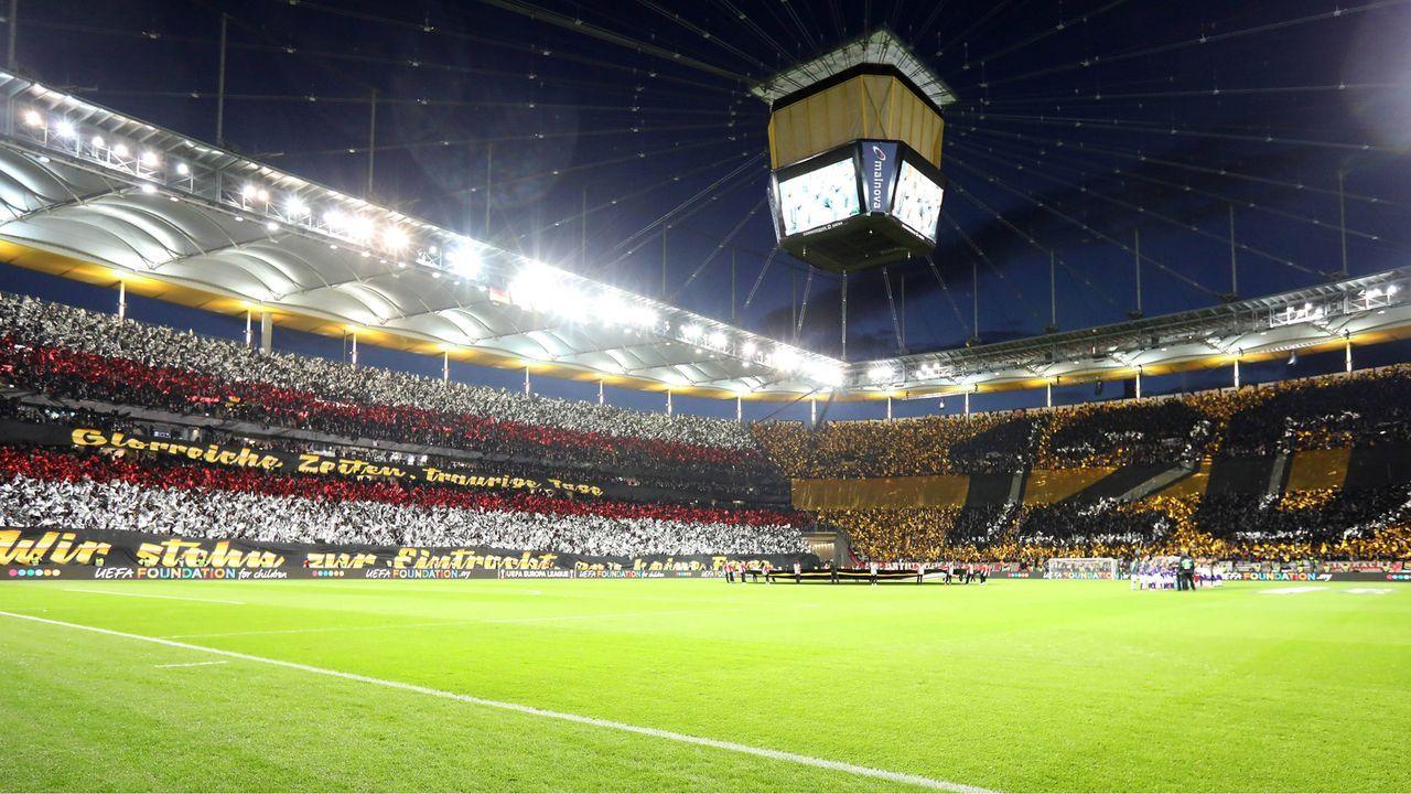 Eintracht-Fans beeindrucken mit Choreo gegen Inter  - Bildquelle: imago images / HMB-Media