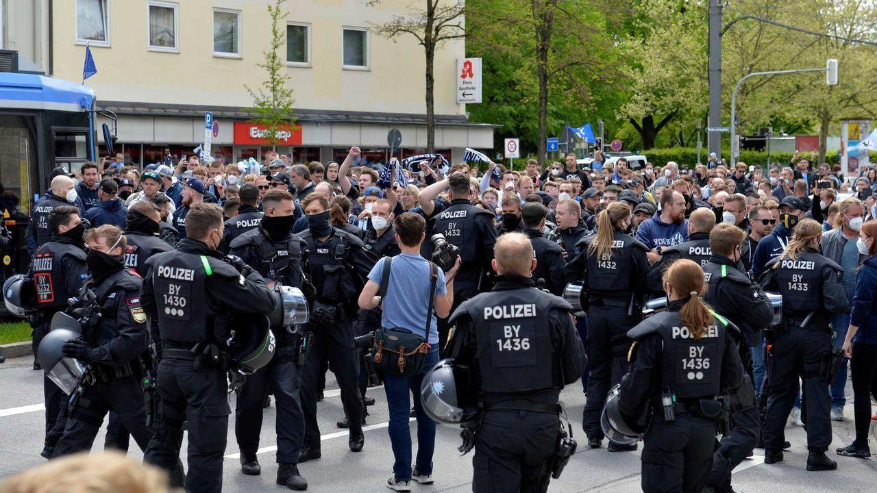 Hohe Polizeipräsenz - Bildquelle: getty