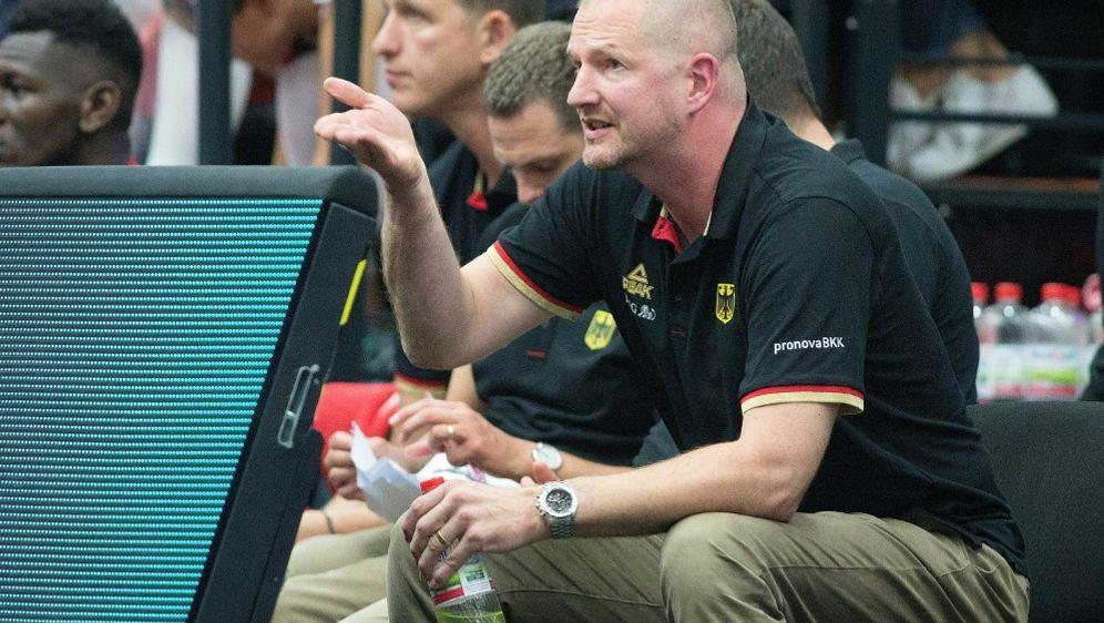 Bundestrainer Henrik Rödl lobt Daniel Theis - Bildquelle: FIROFIROSID