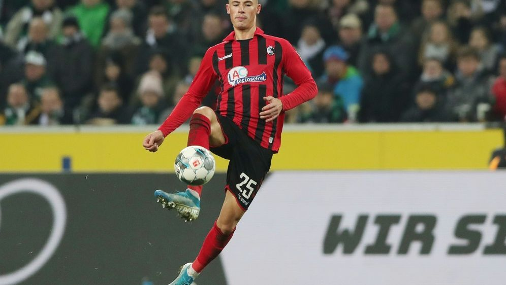 Robin Koch verletzte sich gegen Hoffenheim am Kopf - Bildquelle: FIROFIROSID