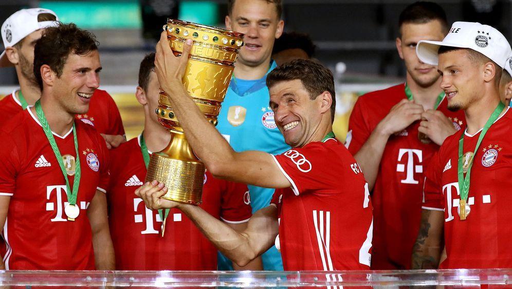 Für Thomas Müller war es der sechste Gewinn des DFB-Pokals seit 2010. - Bildquelle: 2020 Getty Images