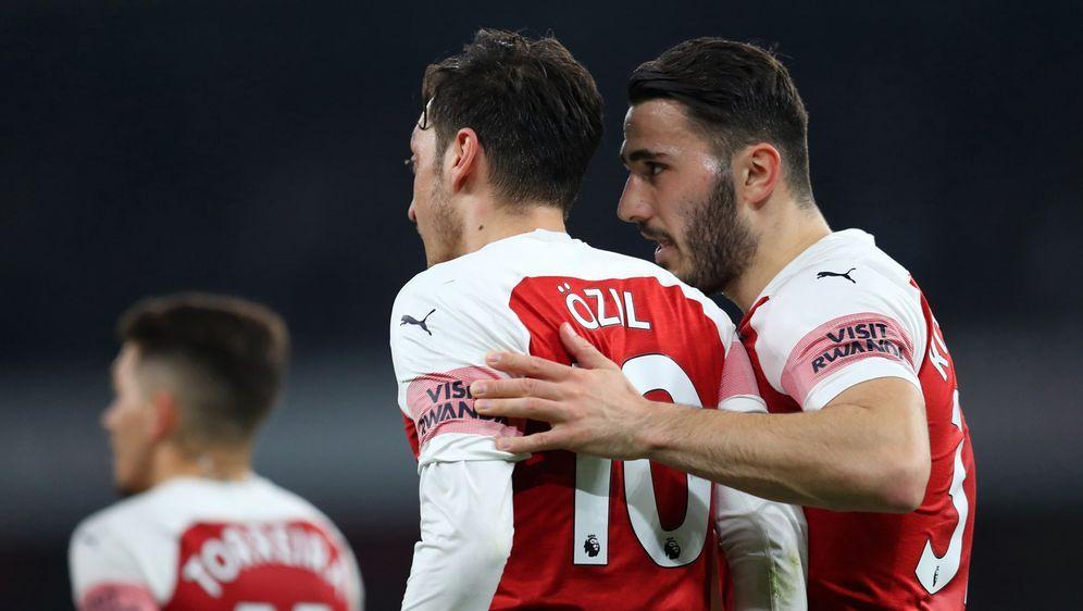 Teamkollegen bei Arsenal: Özil (l.) und Kolasinac (r.) - Bildquelle: 2019 Getty images