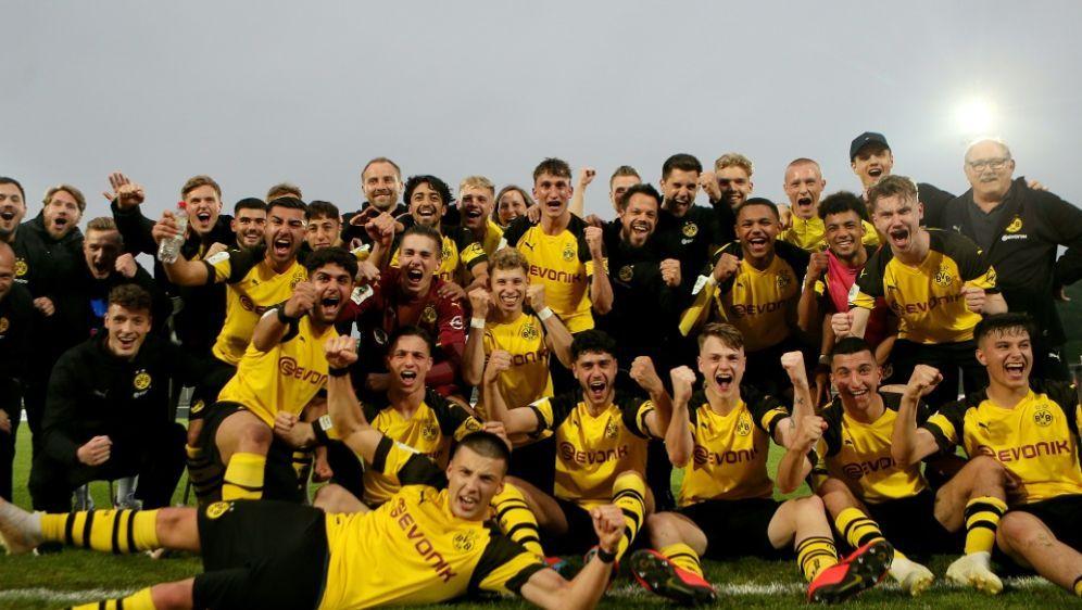 Die U19 des BVB darf sich über die Meisterschaft freuen - Bildquelle: FIROFIROSID