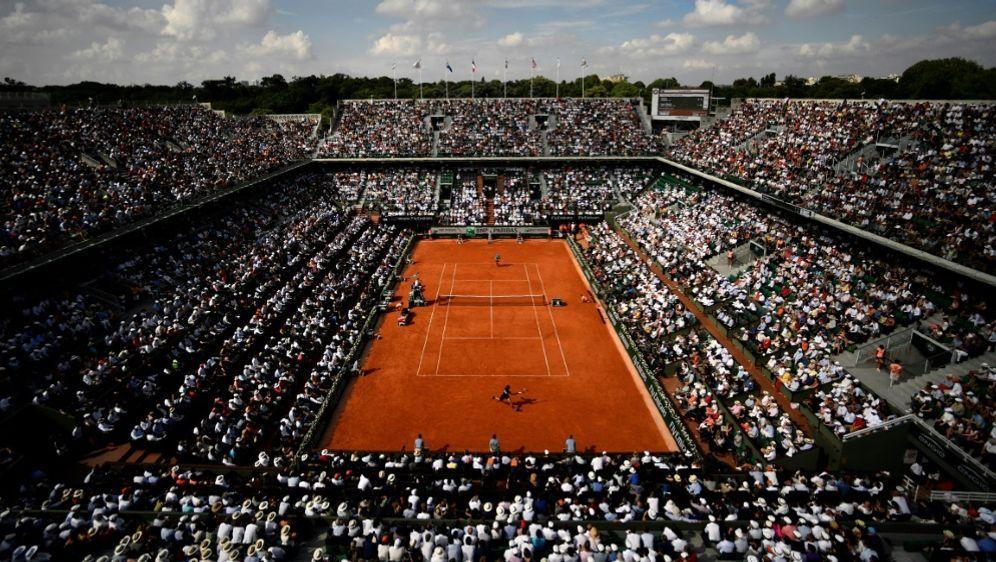 Zu den French Open dürfen am Tag wohl nur 1000 Zuschauer - Bildquelle: AFPSIDCHRISTOPHE SIMON