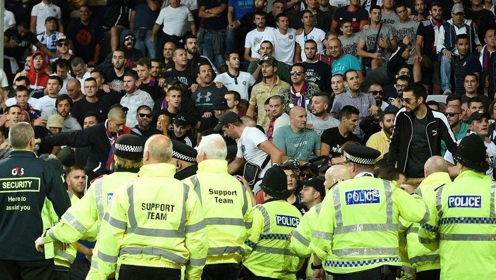 Die englische Polizei hat zwei junge Männer verhaftet - Bildquelle: AFPSIDOLI SCARFF