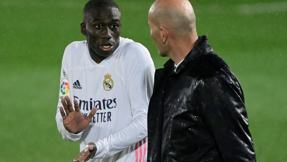 Ferland Mendy fehlt Real Madrid länger - Bildquelle: AFPSIDJAVIER SORIANO