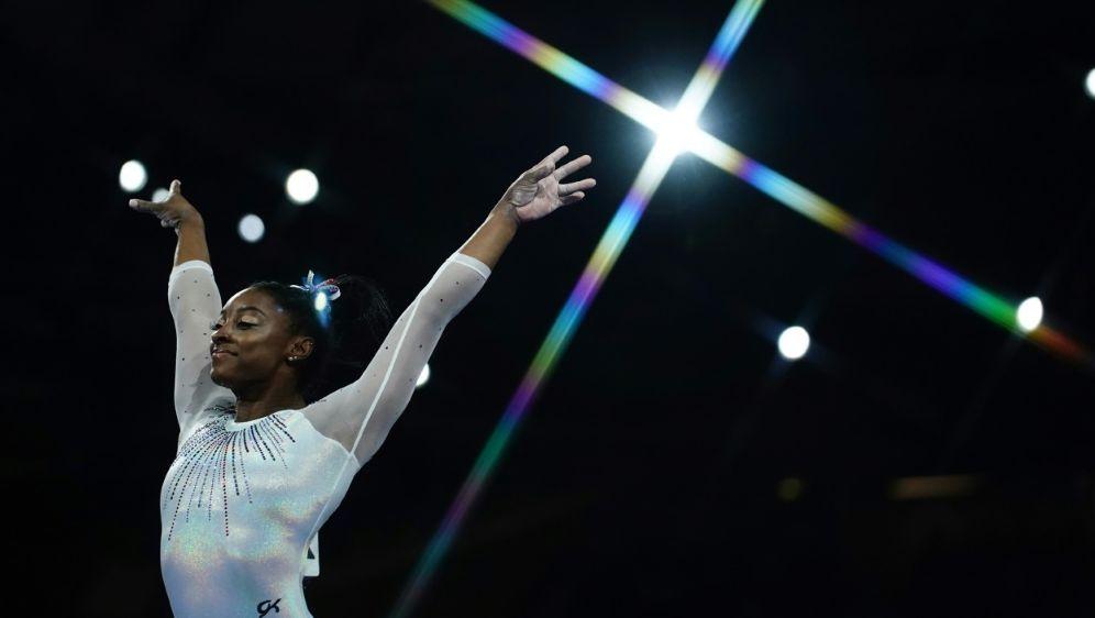 Simone Biles gewinnt im Mehrkampf - Bildquelle: AFPAFPLionel BONAVENTURE