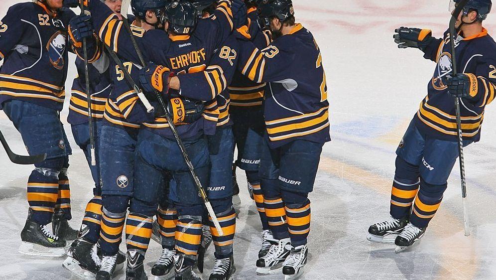 Ehrhoff schießt Buffalo zum Sieg gegen Toronto - Bildquelle: SID-AFPGetty ImagesRick Stewart