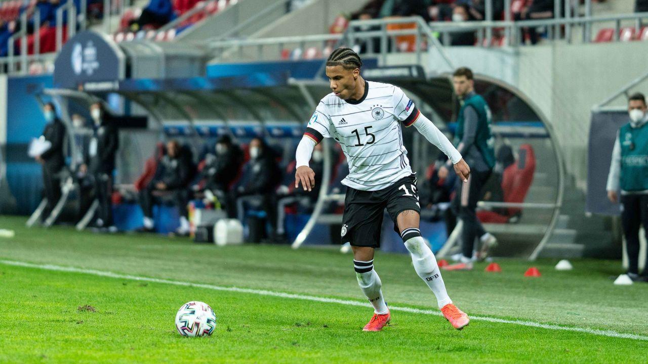 Ismail Jakobs (1. FC Köln) - Bildquelle: imago images/Gonzales Photo