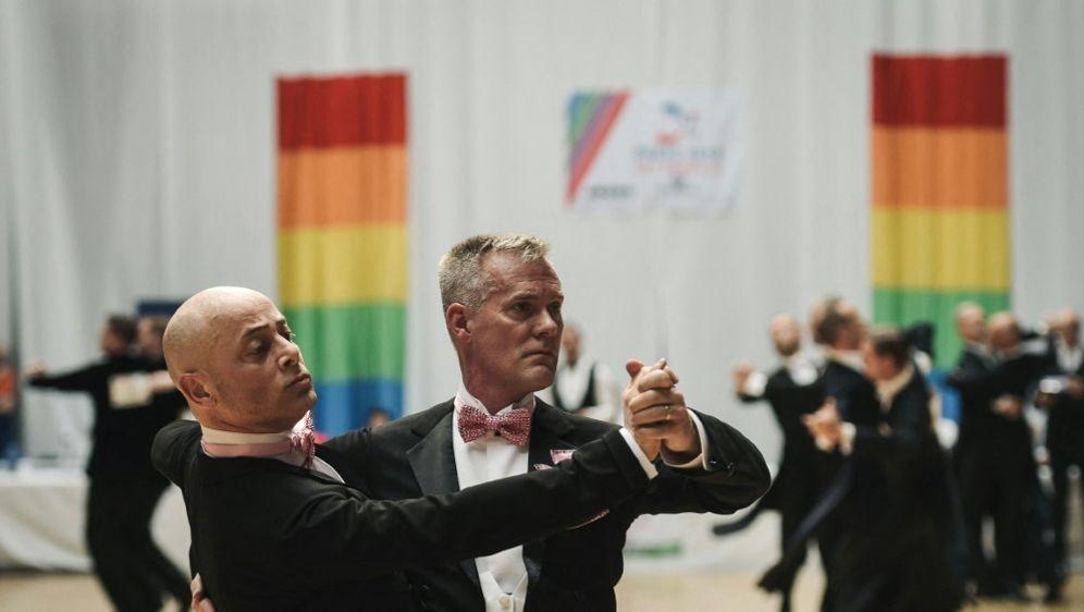 Gay Games müssen um ein Jahr verschoben werden - Bildquelle: AFPSIDLUCAS BARIOULET